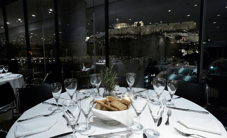 Συνεχίζεται η παράδοση της Τσικνοπέμπτης  στο εστιατόριο του Μουσείου Ακρόπολης