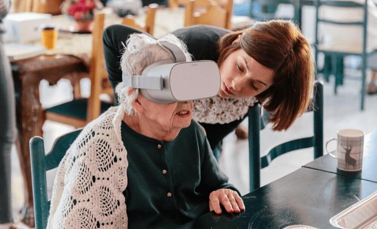 H εικονική πραγματικότητα στα γηροκομεία: μια συνεργασία του Μουσείου Κυκλαδικής Τέχνης και της seveneleven