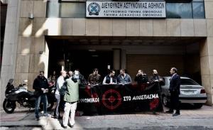 Ο Μητσοτάκης στο Α.Τ. Ομονοίας, η κυβέρνηση εξακολουθεί να σιωπά για την επίθεση