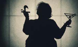 sMOTHERed: Μια παράσταση για την αθάνατη και ανυπέρβλητη ελληνίδα μάνα