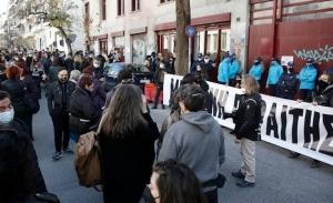Η κυβέρνηση στηρίζει τη Μενδώνη απέναντι στις πιέσεις για παραίτηση