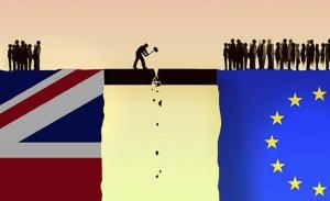 Σταθερά μεταξύ παραμονής και εξόδου από την ΕΕ η Βρετανία...