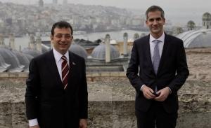 Στο Μαξίμου ο δήμαρχος της Κωσταντινούπολης