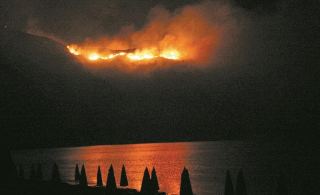 Κυκλώματα καταπατητών πίσω από τις φωτιές σε Αττική-Ζάκυνθο