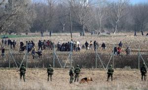 Η Τουρκία απομακρύνει τους μετανάστες από τον Έβρο