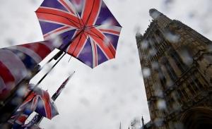 Οι Βρετανοί στις κάλπες για να αρθούν τα αδιέξοδα