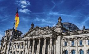 Γερμανία: Ένεση 130 δισ. στην οικονομία, επίδομα παιδιού σε όλους
