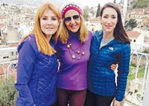 Δύο Ελληνίδες ξεκινούν για την κορυφή του Έβερεστ