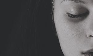 Πώς θα κάνετε αντιγηραντικό μασάζ στο πρόσωπό σας