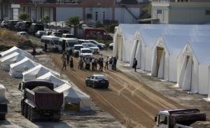 Αστυνομική επιχείρηση για τη μεταφορά προσφύγων και μεταναστών στον νέο καταυλισμό στη Λέσβο