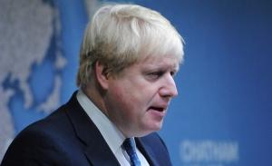 Ο Μπόρις Τζόνσον «σκέφτεται να εκβιάσει την ΕΕ με δασμούς»