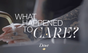 Γιατί σταμάτησες να σκέφτεσαι τη φροντίδα; Η νέα καμπάνια του Dove μάς βάζει σε σκέψεις.