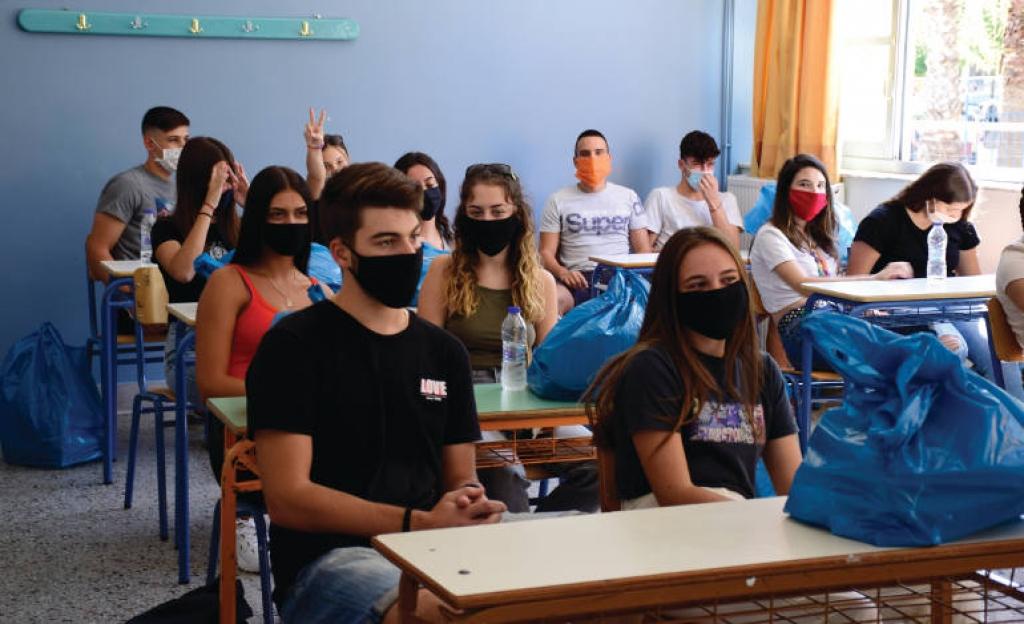 Σχολεία, οικονομία στη σκιά της πανδημίας