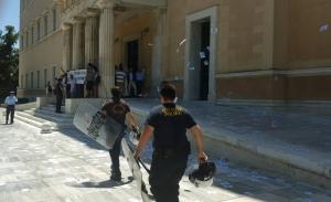 Ο Ρουβίκωνας κατέθεσε 60.000 ευρώ για τις εγγυήσεις δύο συλληφθέντων