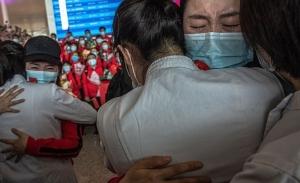 Συγκίνηση στην Κίνα για την άρση της καραντίνας στην Ουχάν