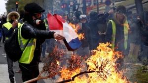 «Φλέγεται» το Παρίσι - Διαδηλώσεις σε όλη τη Γαλλία - τραυματίες και προσαγωγές