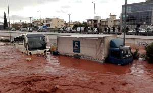 Σήμερα η δίκη για τις πλημμύρες στη Μάνδρα με κατηγορούμενη τη Δούρου