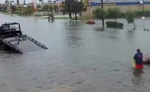 Πλημμύρες με νεκρούς και αγνοούμενους μετά από τυφώνα στο Μεξικό