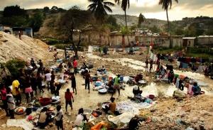 Οι 26 πιο πλούσιοι άνθρωποι έχουν περιουσία όσο οι μισοί πιο φτωχοί άνθρωποι της γης