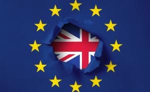 Brexit: To Λονδίνο απειλεί να αποχωρήσει από τις διαπραγματεύσεις με την ΕΕ
