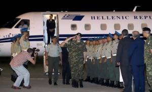 Χαρά, συγκίνηση και απόπειρα πολιτικής εκμετάλλευσης στην υποδοχή των δύο στρατιωτικών