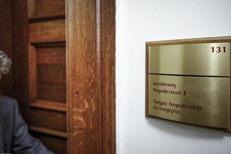 Στη Βουλή διαβιβάστηκε η δικογραφία για τη Novartis - Μήνυση σε Τουλουπάκη από Λοβέρδο