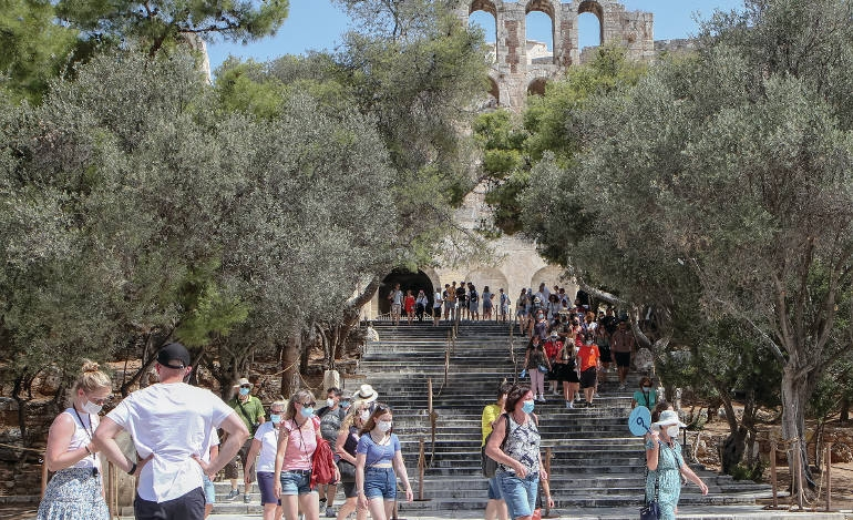 Καλύτερα ο τουρισμός, αλλά και η πανδημία…