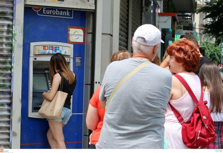 Αυξάνονται την επόμενη εβδομάδα οι χρεώσεις σε διατραπεζικές αναλήψεις μέσω ΑΤΜ