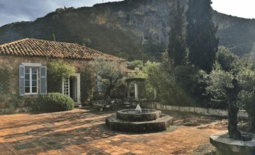 Ξεκινούν οι εργασίες στο ιστορικό σπίτι του Πάτρικ Λη Φέρμορ - θα διατίθεται και για ενοικίαση
