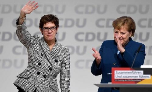 Η Κραμπ - Καρενμπάουερ διάδοχος της Μέρκελ στο CDU