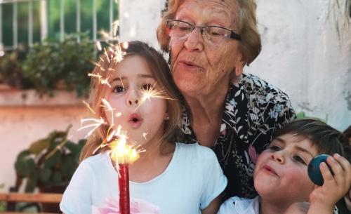 Τα γηρατειά «έρχονται σε τρεις δόσεις»