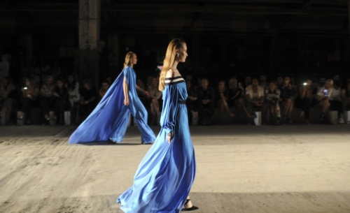 Ο Στέλιος Κουδουνάρης γιορτάζει μια επιτυχημένη δεκαετία στο χώρο της μόδας