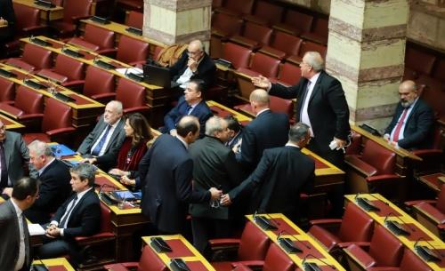 Μαλλιά κουβάρια Καββαδία -Γρηγοράκος στη Βουλή