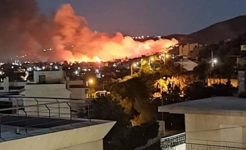 Γενική επιφυλακή στην πυροσβεστική για την πυρκαγιά στη Νέα Μάκρη