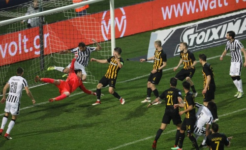 Ο παρατηρητής διαιτησίας του ΠΑΟΚ-ΑΕΚ θεωρεί ότι το γκολ έπρεπε να μετρήσει και ρίχνει ευθύνες σε Κομίνη-Ποντίκη