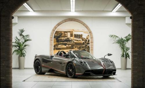 Η Pagani συνεργάζεται με την Dainese για την εκπληκτική οροφή της Huayra Roadster