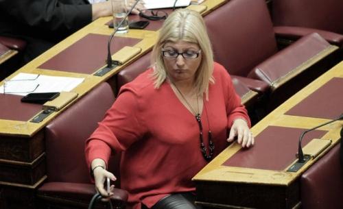 Επτά βουλευτές του ΣΥΡΙΖΑ δεν τεκνοθετούν πολιτικά την αναδοχή από ομόφυλα ζευγάρια
