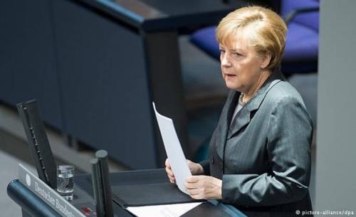 Η Μέρκελ συνδέει τις χρηματοδοτήσεις με τις υποχρεώσεις των χωρών μελών της ΕΕ