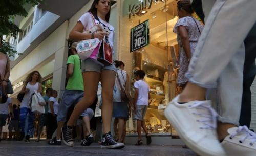 ΣΕΒ για εκπτώσεις: Οι καταναλωτές εξοικονομούν 300 ευρώ ετησίως