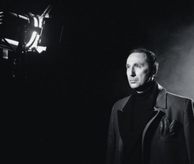 Ρένος Χαραλαμπίδης: «Όταν αποφασίζω να παίξω στο θέατρο, νιώθω σαν να φεύγω σε επικίνδυνη αποστολή»