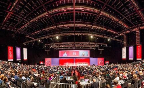 Εκλογές για να διαχειριστούν το Brexit ζητούν οι Εργατικοί