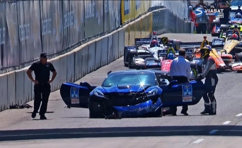 IndyCar: Τράκαρε με το αυτοκίνητο ασφαλείας!