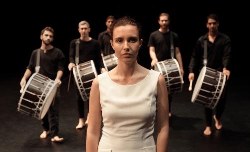 Η Αμίλητη, ένα σύγχρονο χορικό, έρχεται στην Εναλλακτική Σκηνή της ΕΛΣ