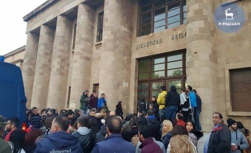 Προφυλακιστέοι οι δύο κατηγορούμενοι για τη δολοφονία της φοιτήτριας στη Ρόδο