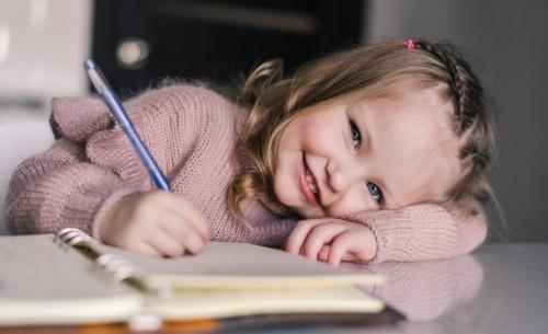 Πώς τα παιδιά κατακτούν τη γραφή – Τα αναπτυξιακά στάδια