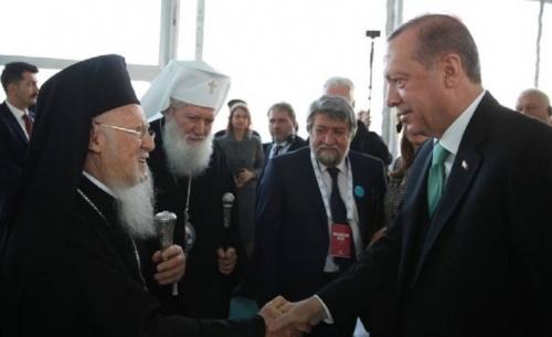 Με ανοίγματα στις μειονότητες απαντά ο Ερντογάν στην κριτική για έλλειψη δημοκρατίας