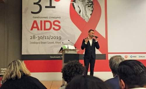 HIV: Θεαματικές οι επιστημονικές εξελίξεις, όμως παραμένουν το στίγμα και οι δυσκολίες