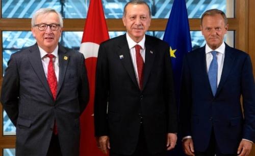 Τουσκ: Εκτός τόπου οι απειλές Ερντογάν για τους πρόσφυγες