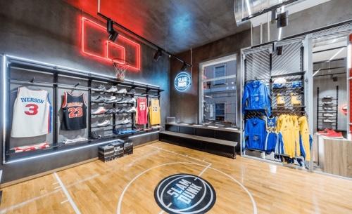 SLAMDUNΚ: Το 1ο αυθεντικό κατάστημα Basketball άνοιξε στην Ερμού παρουσία αθλητών και γνωστών