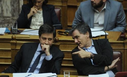 ΓΣΕΕ: Τσακαλώτος - Χουλιαράκης παραποίησαν τη σύμβαση εργασίας της ΕΑΒ